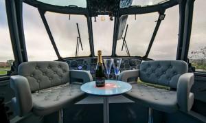 Ελικόπτερο του βρετανικού Ναυτικού μεταμορφώθηκε σε πολυτελές κατάλυμα!