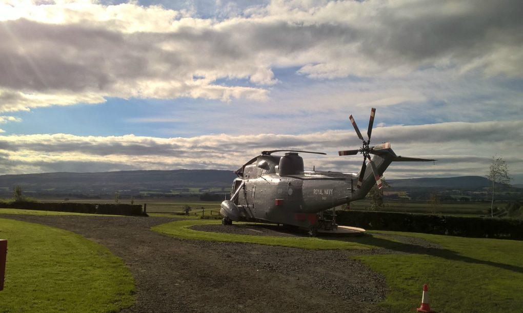 perierga.gr - Ελικόπτερο του Ναυτικού μεταμορφώθηκε σε πολυτελές κατάλυμα!
