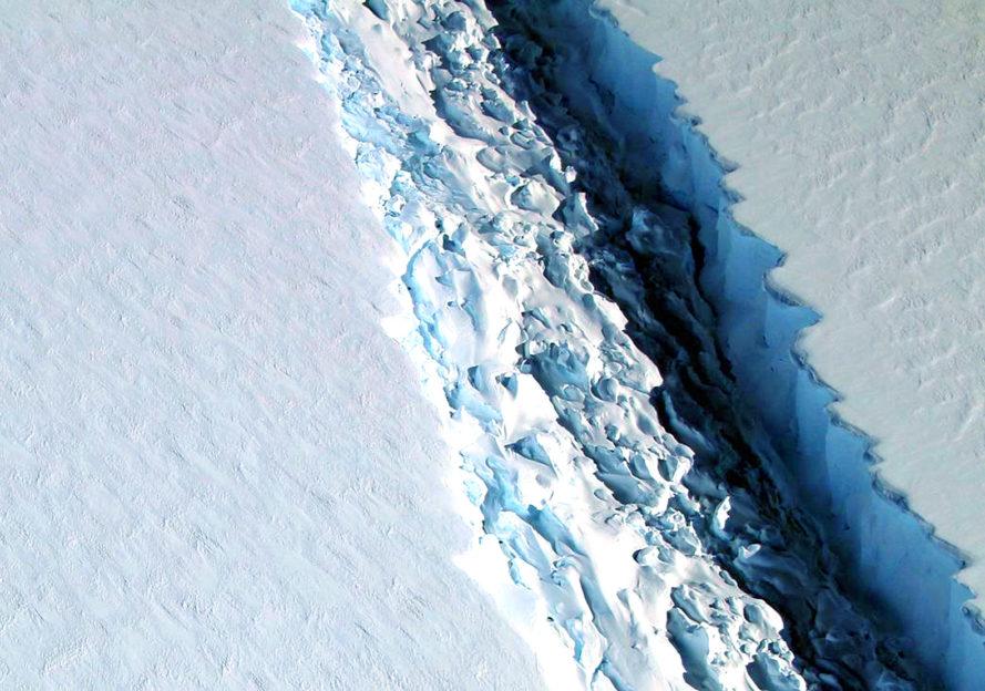 perierga.gr - Τεράστιο παγόβουνο ετοιμάζεται να αποκολληθεί στην Ανταρκτική!