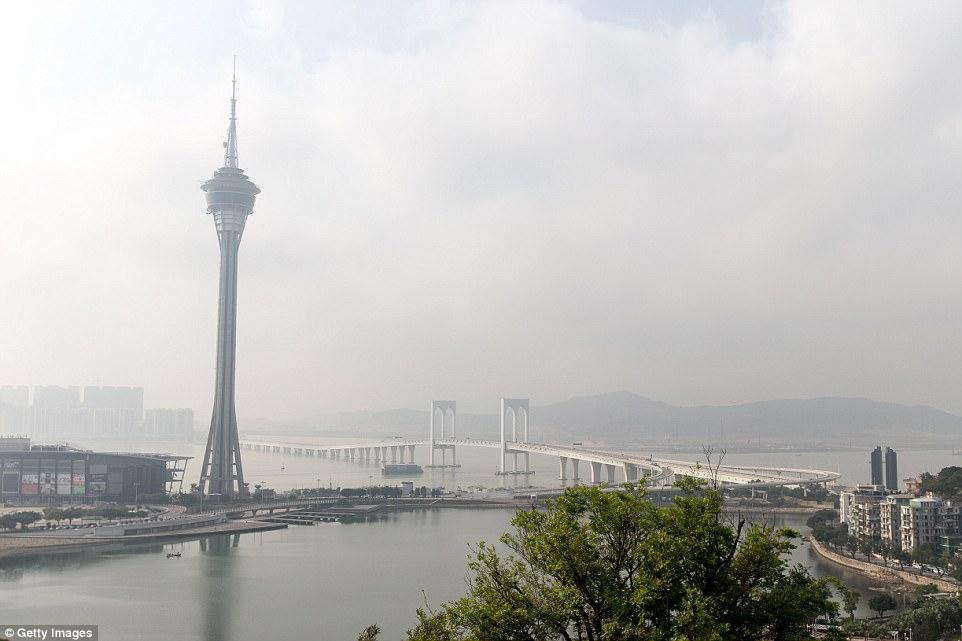 perierga.gr - Έτοιμη η μεγαλύτερη θαλάσσια γέφυρα στον κόσμο!