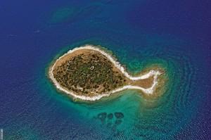 Νησιά με παράξενα σχήματα που εκπλήσσουν!