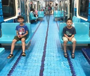 Τα δάπεδα λεωφορείων και τρένων στην Ταϊπέι αποκτούν όψη αθλητικών στίβων!