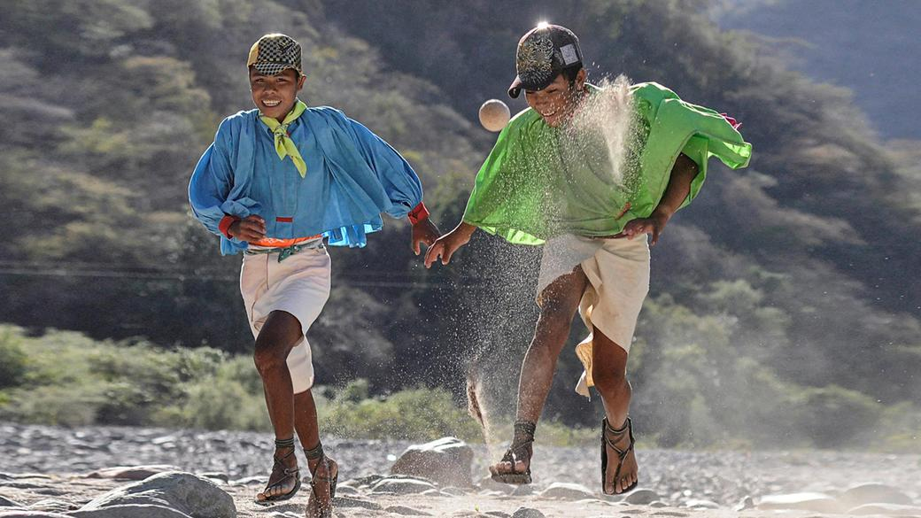 perierga.gr - Η φυλή Τarahumara και οι μοναδικές ικανότητές της στο τρέξιμο!