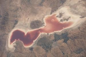 Λίμνη έγινε από πρασινογάλαζη... κόκκινη