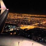 Εντυπωσιακή προσγείωση αεροπλάνου τη νύχτα!