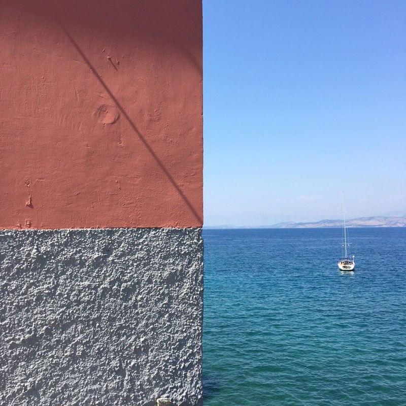 perierga.gr- Ο τοίχος, η θάλασσα & ο ουρανός στην Κέρκυρα!
