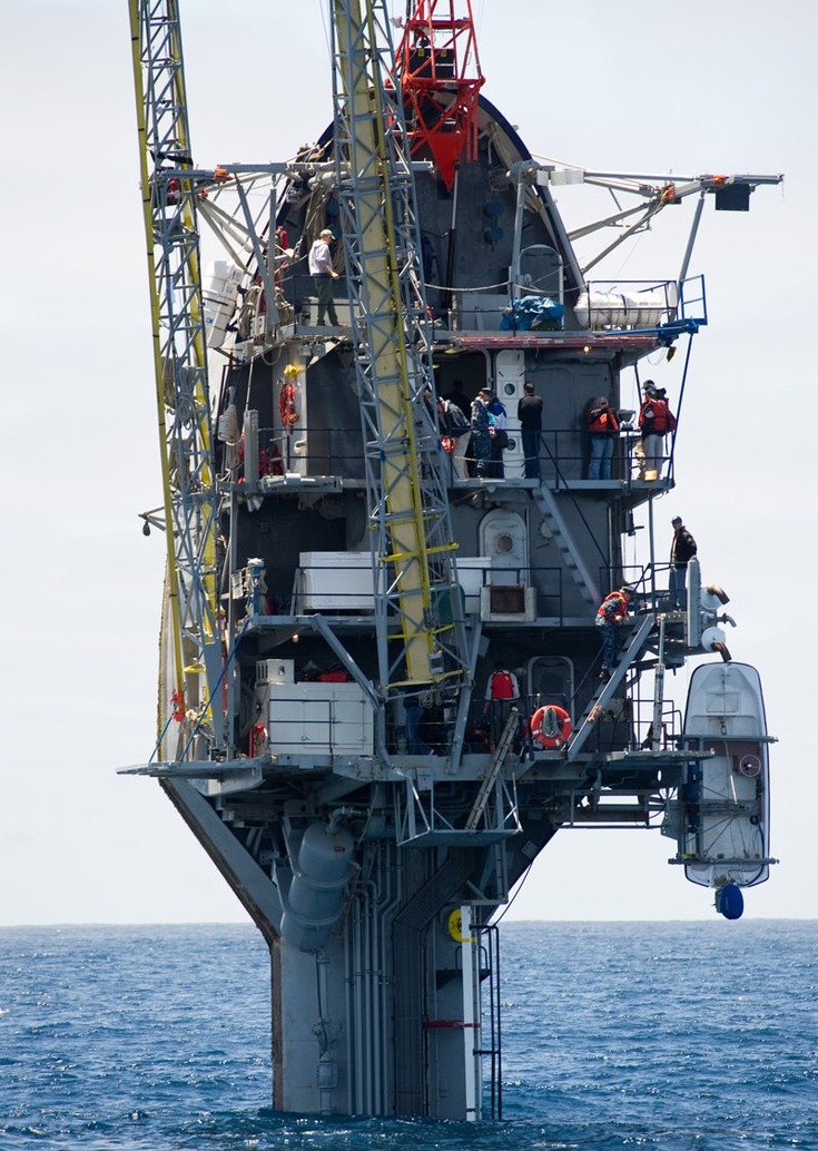 perierga.gr - Πλοίο μπορεί να γύρει σε κατακόρυφη θέση χωρίς να βουλιάξει!