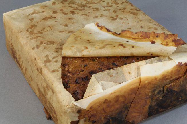 perierga.gr - Άριστα διατηρημένο κέικ φρούτων 106 ετων!