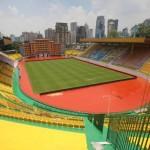 Ποδοσφαιρική ομάδα έβαψε το γήπεδο χρυσό για καλύτερη τύχη!