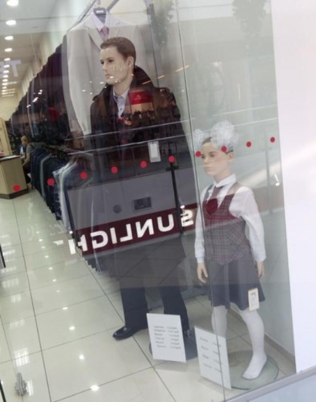 perierga.gr - Κούκλες βιτρίνας που δεν τις... προσπερνάς εύκολα!