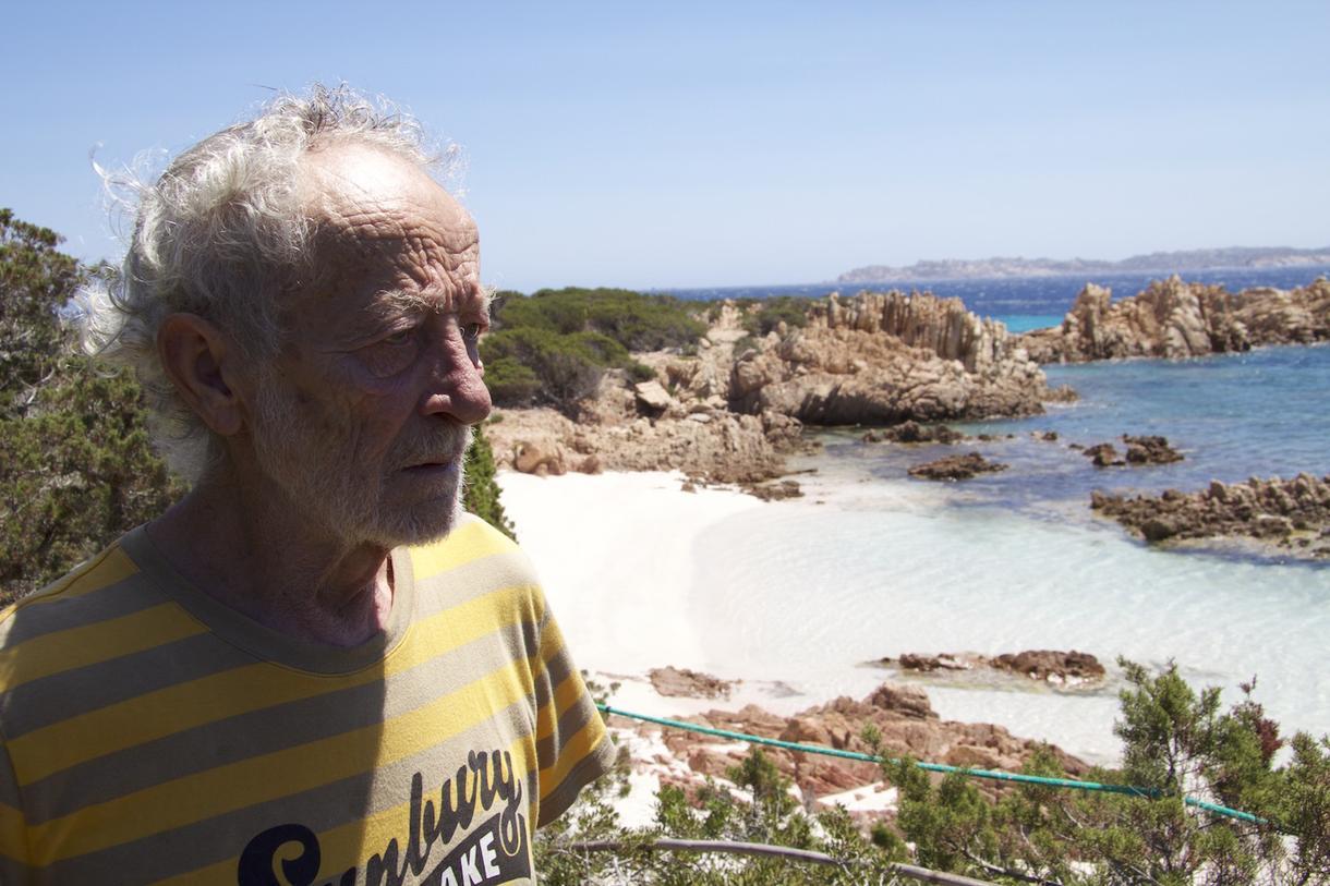 perierga.gr - Η ιστορία του ανθρώπου που ζει ολομόναχος σε νησί της Μεσογείου 28 χρόνια!