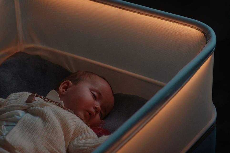 perierga.gr - Βρεφική κούνια κοιμίζει τα μωρά σαν να είναι στο... αυτοκίνητο!