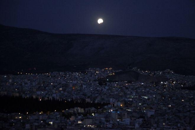 perierga.gr - Η μαγευτική πανσέληνος και η έκλειψη σε Αθήνα και Σούνιο