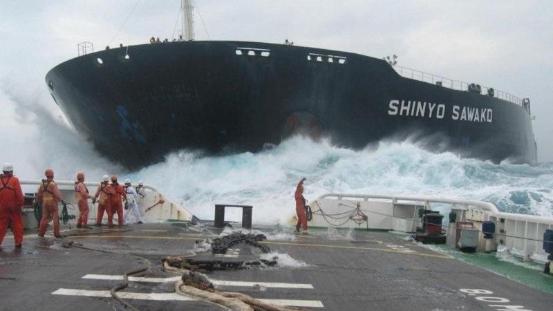 Perierga.gr - Εντυπωσιακές καθελκύσεις μεγάλων πλοίων