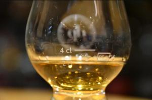 Σχεδόν 9.000 ευρώ για ένα ποτήρι ουίσκι!