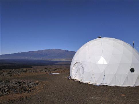 perierga.gr - Οι έξι «Αρειανοί» μετά από οκτώ μήνες απομόνωσης είδαν το φως... της Χαβάης!