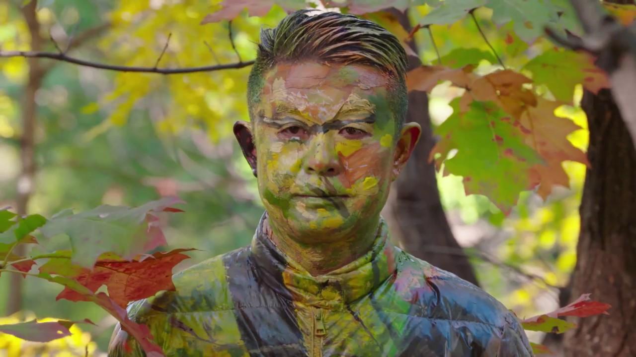 "perierga.gr - ""Ο Αόρατος Άνθρωπος"": Καλλιτέχνης καμουφλάρεται πίσω από τα... πάντα!"