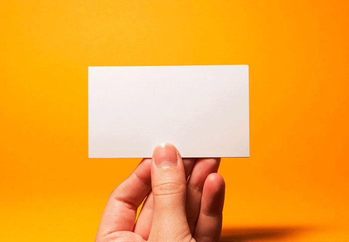 perierga.gr - Λευκές επαγγελματικές κάρτες... χωρίς στοιχεία!