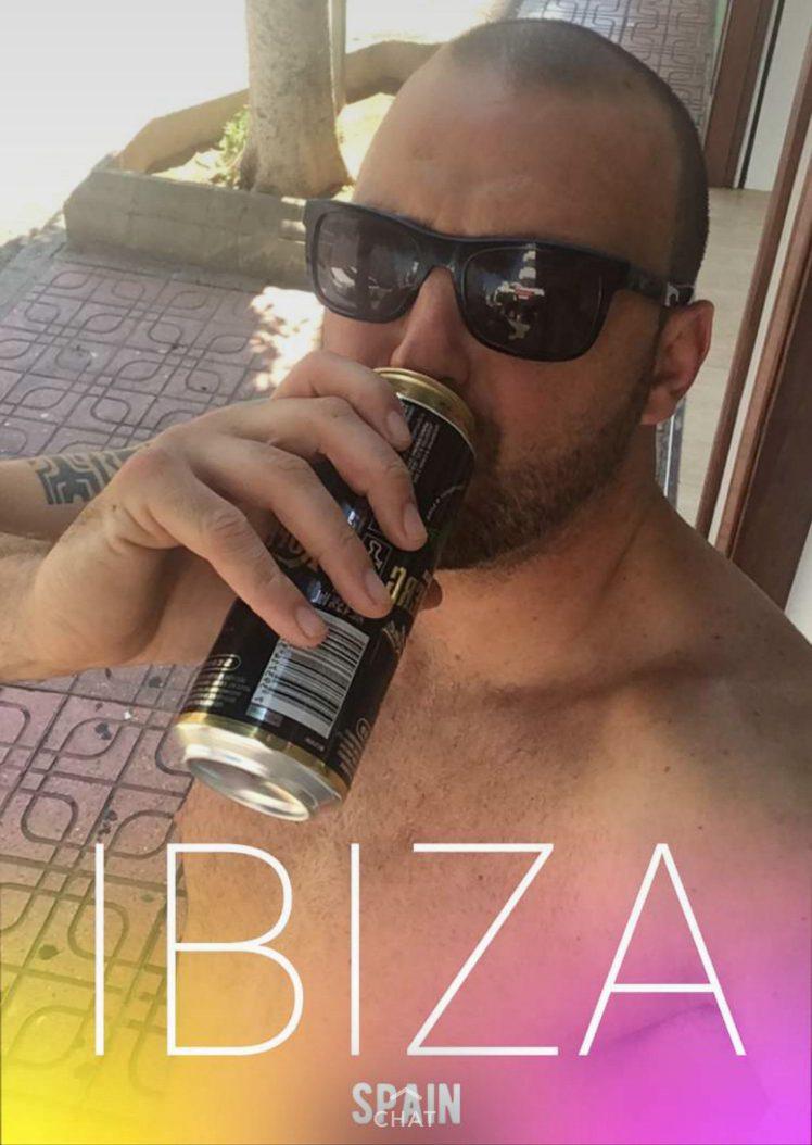 perierga.gr - Είπε πως πάει για μία χαλαρή μπίρα και κατέληξε στην Ίμπιζα!