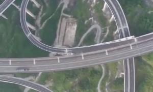 perierga.gr - Άνοιξε ο πιο εντυπωσιακό αυτοκινητόδρομος στην Κίνα!