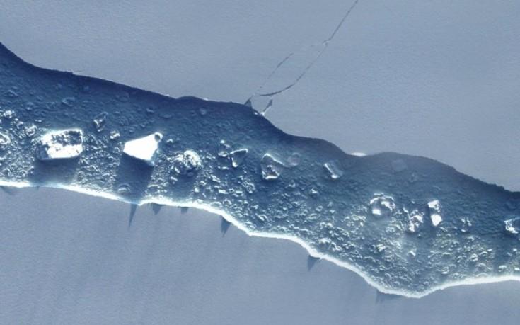 perierga.gr - Αποκολλήθηκε παγόβουνο και κινείται προς τον Ατλαντικό