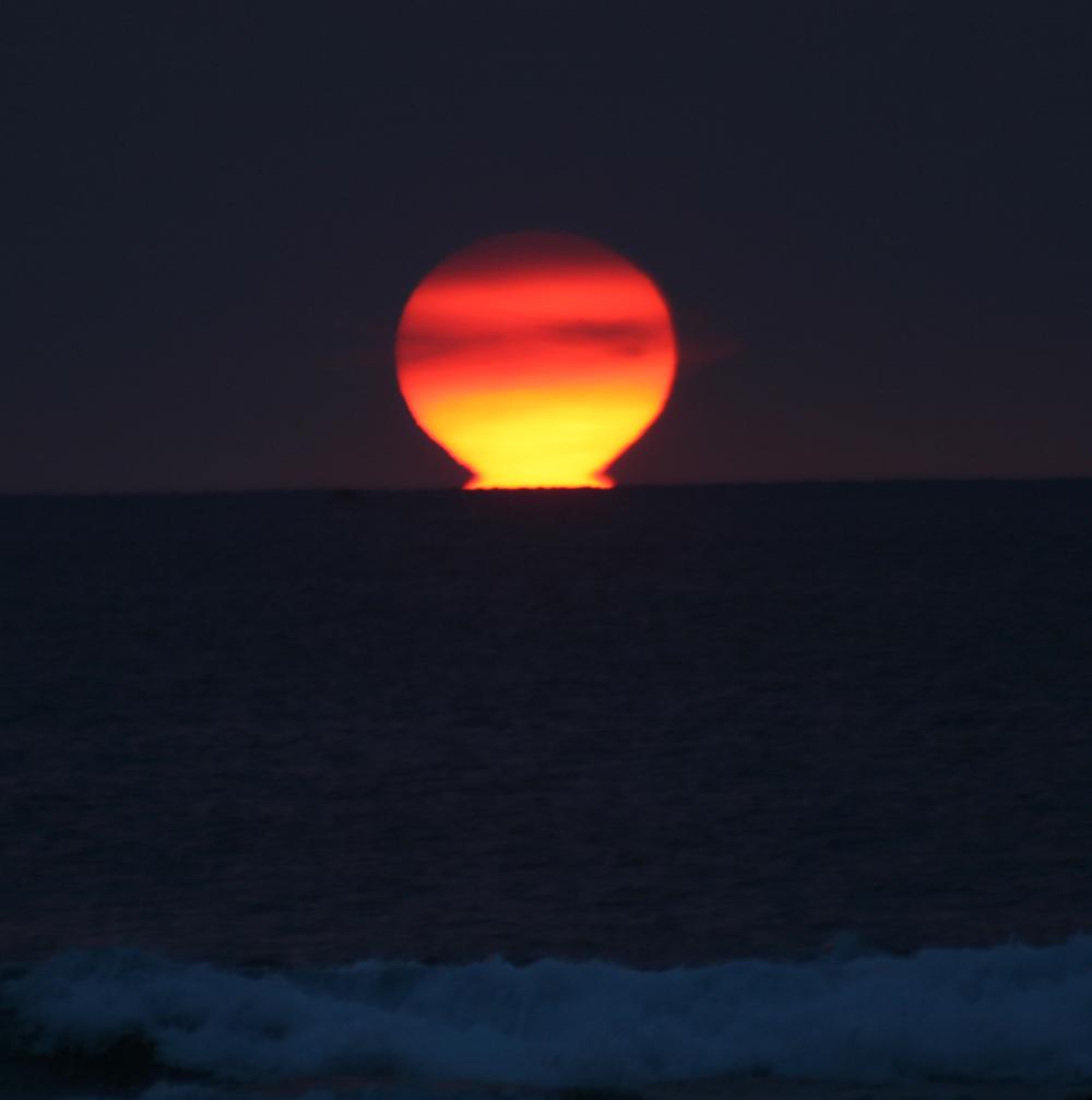 perierga.gr - Ήλιος-ωμέγα: Ένα σπάνιο και όμορφο φαινόμενο