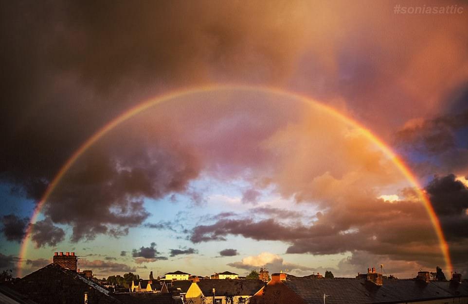 perierga.gr - Οι ουρανοί της Βρετανίας γέμισαν ουράνια τόξα!