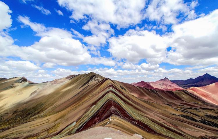 perierga.gr - Η φύση... ζωγράφισε ένα βουνό στις Άνδεις!