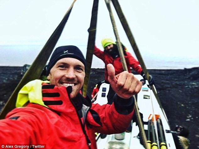 perierga.gr - Tα χέρια χρυσού Ολυμπιονίκη μετά από 965 χλμ. κωπηλασίας στην Αρκτική