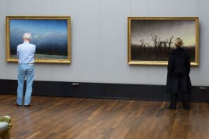 Επισκέπτες μουσείων... ταιριάζουν με τα έργα τέχνης!