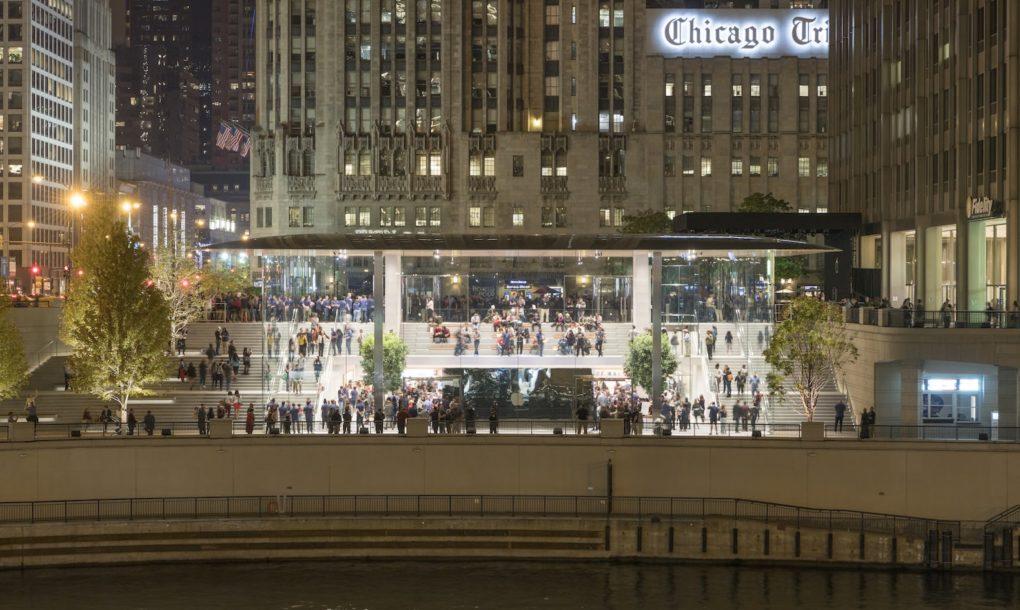 perierga.gr - Το κατάστημα της Apple στο Σικάγο έχει λεπτή οροφή... Macbook!