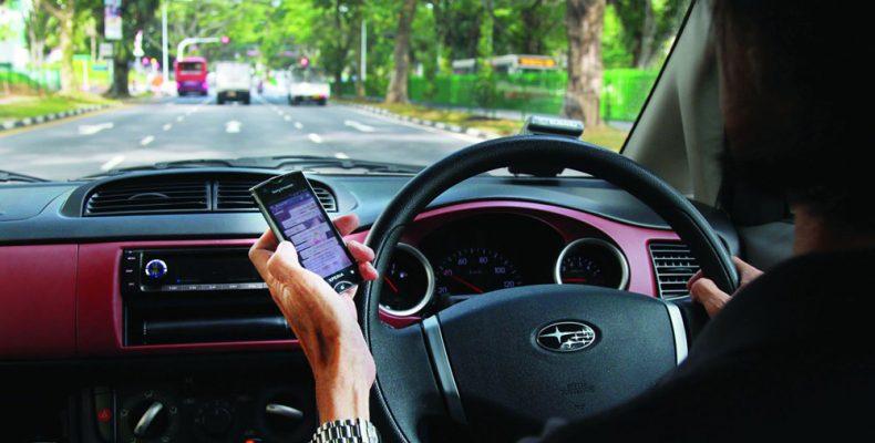 Οδηγός που μιλά στο κινητό εξίσου επικίνδυνος με τον μεθυσμένο!