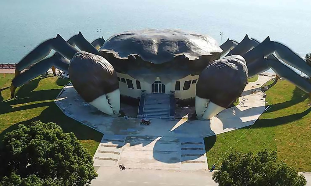 perierga.gr - Η κινέζικη αρχιτεκτονική... ξαναχτυπά με ένα κτήριο σε σχήμα... κάβουρα!