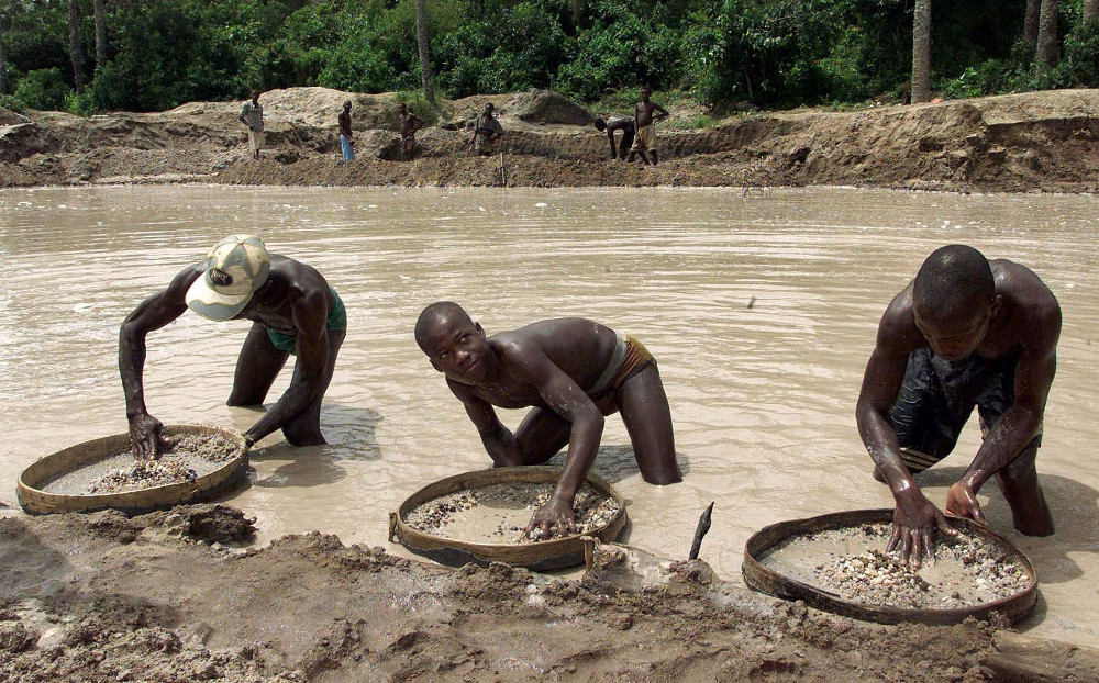 perierga.gr - Βρήκαν πολύτιμο διαμάντι 476 καρατίων στη Σιέρα Λεόνε