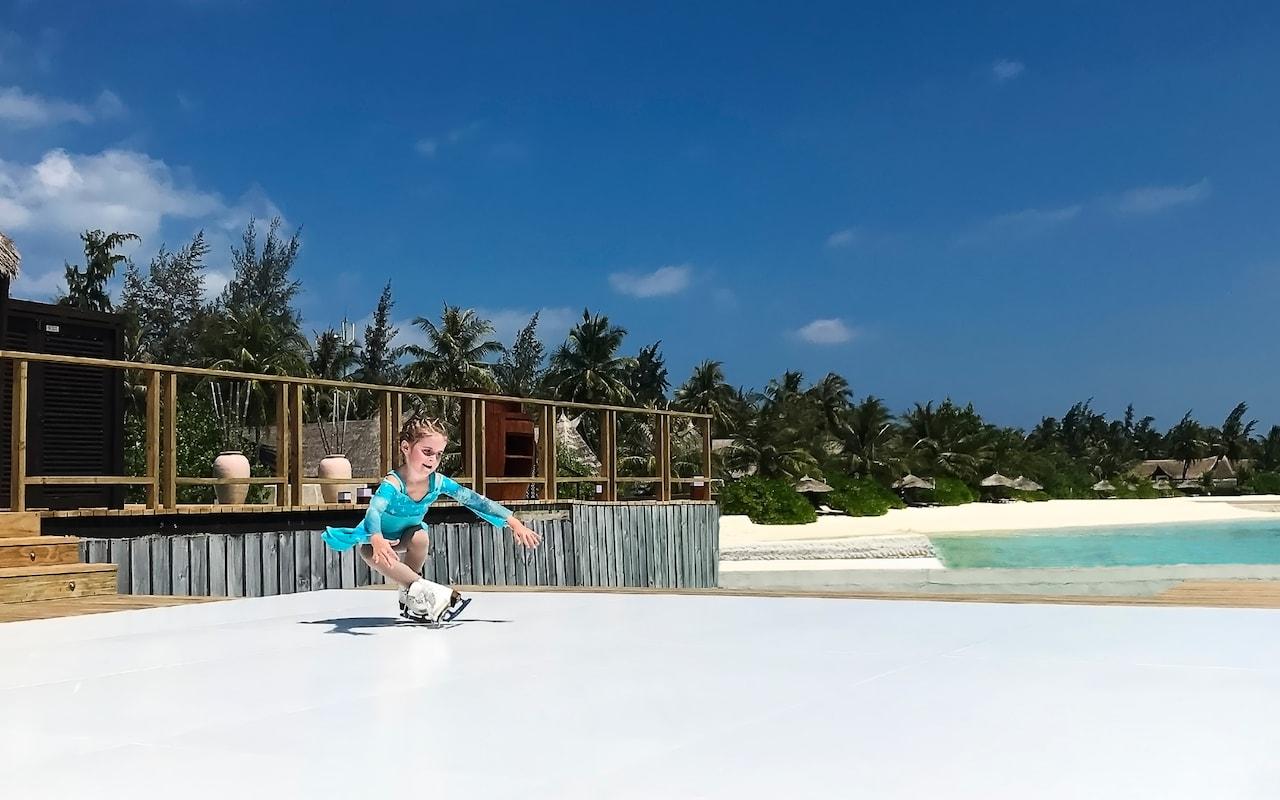perierga.gr - Παγοδρόμιο στις καλοκαιρινές Μαλδίβες