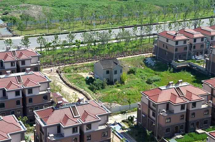 perierga.gr - Σπίτια που οι ιδιοκτήτες αρνήθηκαν να πουλήσουν