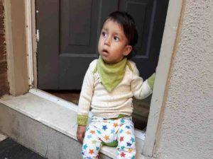 Perierga.gr-Η περίεργη περίπτωση ενός αγοριού που τρέφεται μόνο με ροδάκινα