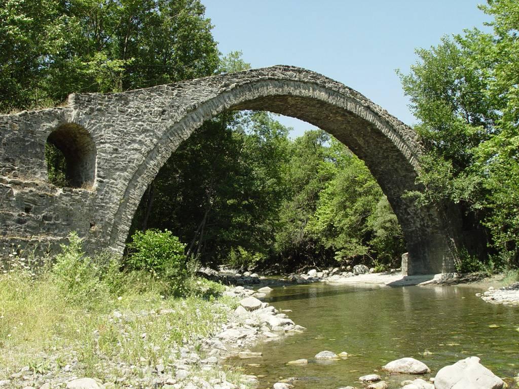 Perierga.gr - Άραχθος: Ο ποταμός με τα πετρόκτιστα γεφύρια
