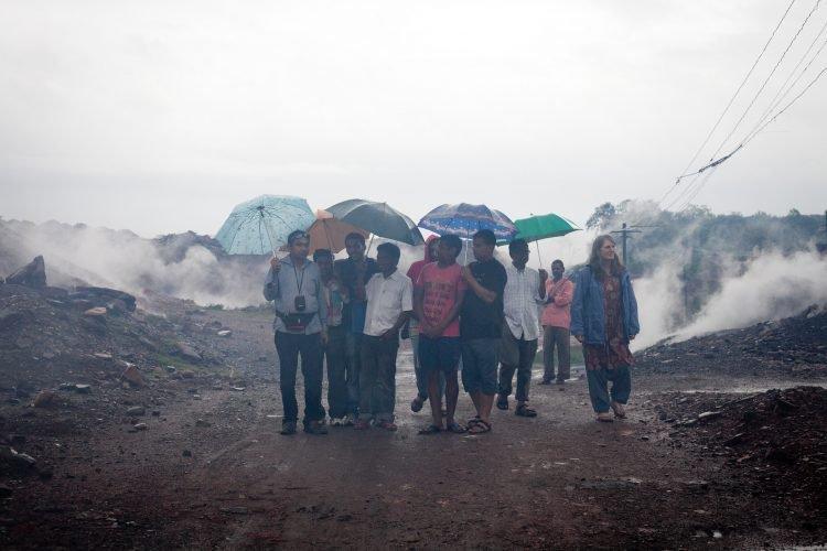 Perierga.gr-Φωτιά καίει εδώ και 100 συνεχόμενα χρόνια σε ανθρακωρυχείο της Ινδίας
