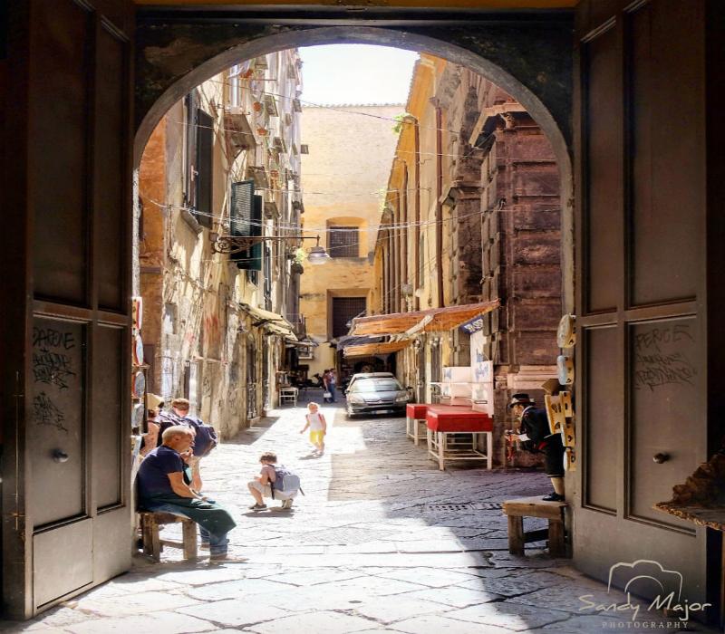 Perierga.gr-Ο κόσμος μέσα από πόρτες και παράθυρα