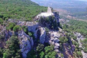 Ο ηρωικός βράχος του Ζαλόγγου απ' όπου έπεσαν οι Σουλιώτισσες!