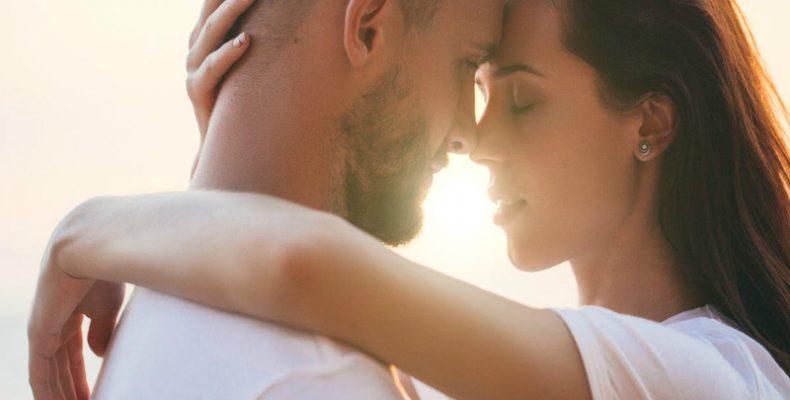 Για αυτό γέρνουμε προς τα δεξιά όταν φιλιόμαστε