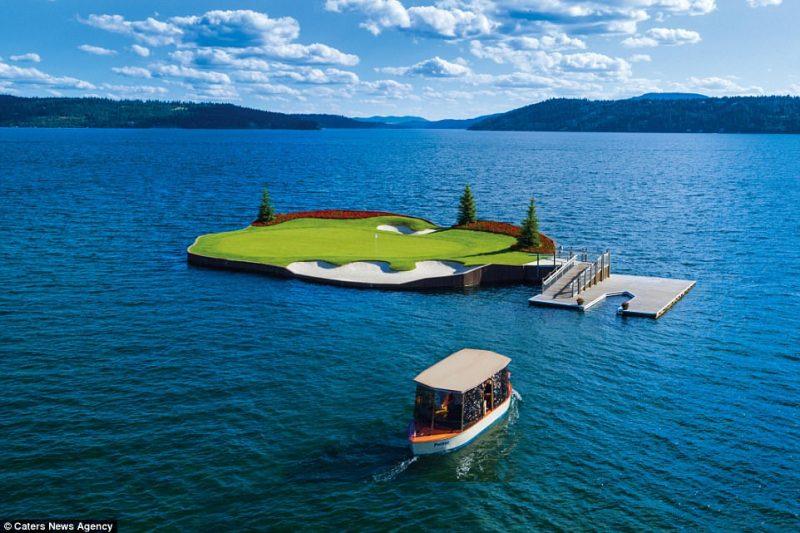 Perierga.gr - Μοναδικό πλωτό γήπεδο γκολφ είναι προσβάσιμο με βάρκα!