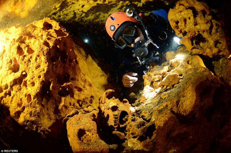 Perierga.gr - Ανακαλύφθηκε το μεγαλύτερο υποθαλάσσιο σπήλαιο του κόσμου