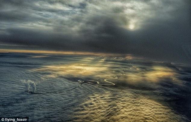Perierga.gr - Θεαματικές εικόνες μέσα από πιλοτήριο