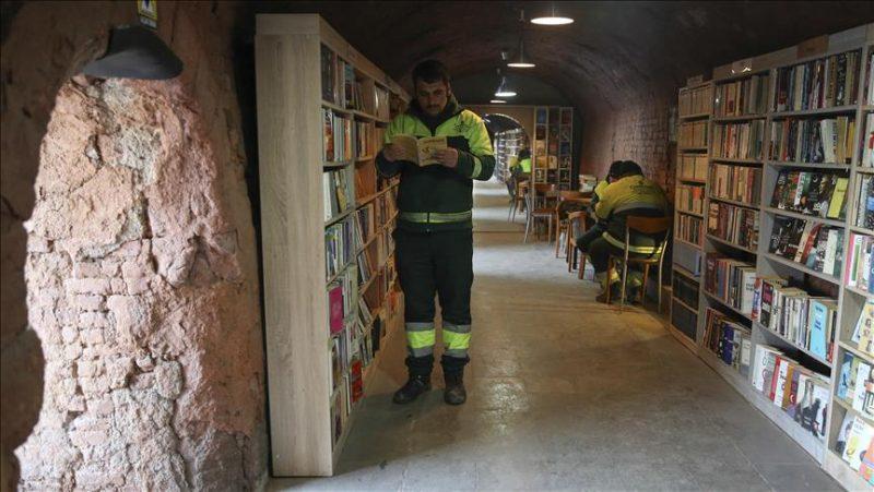 Perierga.gr - Βιβλιοθήκη από βιβλία που προορίζονταν...για τα σκουπίδια