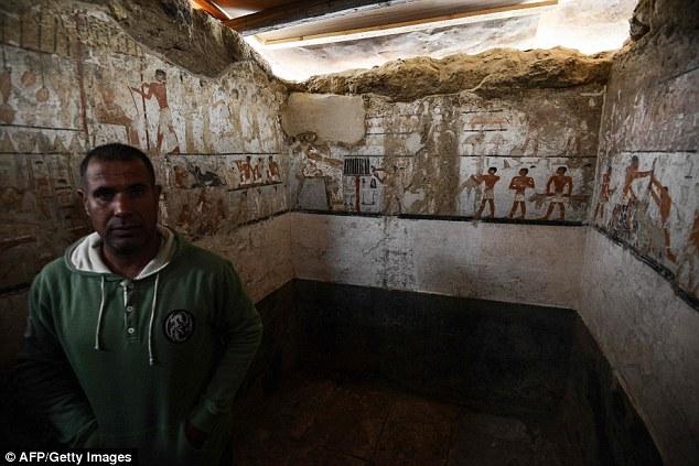 Perierga.gr - Αρχαιολόγοι ανακάλυψαν νέο τάφο στην Αίγυπτο 4500 χρόνων
