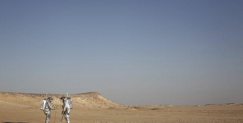 Perierga.gr - Αστροναύτες προσομοιώνουν τις συνθήκες του πλανήτη Άρη στην έρημο