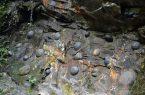 Perierga.gr - Σπάνιο γεωλογικό φαινόμενο: Ένας βράχος... που γεννά!