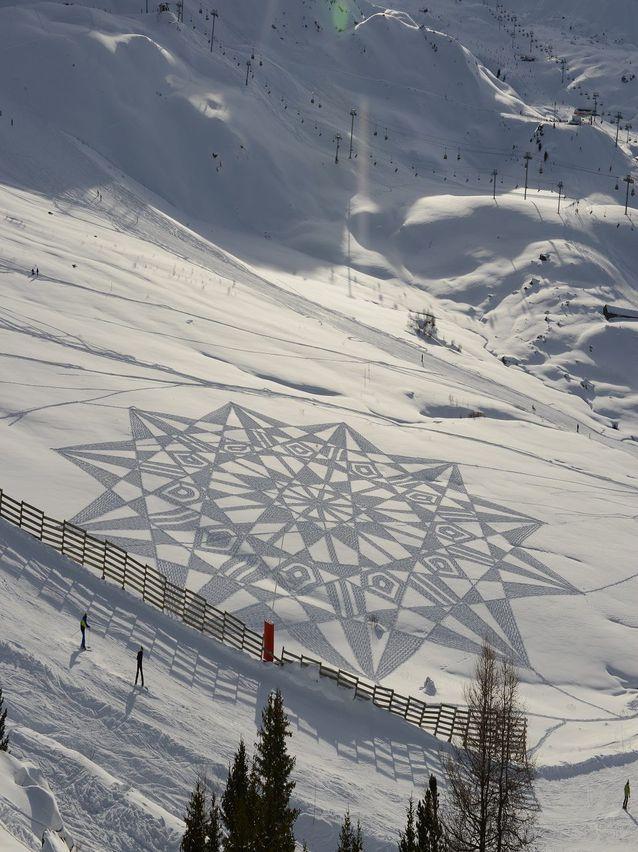 """Perierga.gr - """"Κεντήματα"""" πάνω στο χιόνι"""